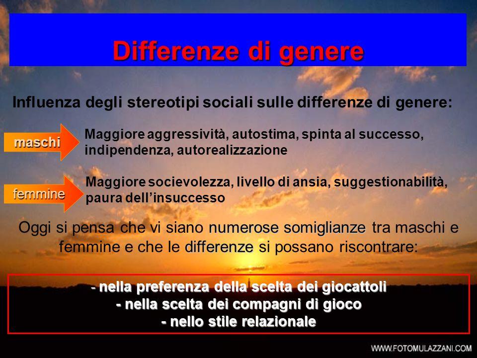 Differenze di genere Influenza degli stereotipi sociali sulle differenze di genere: numerose somiglianze differenze Oggi si pensa che vi siano numeros