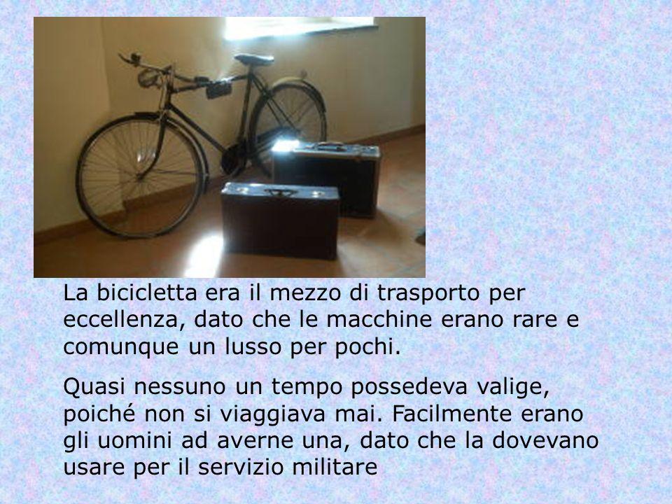 La bicicletta era il mezzo di trasporto per eccellenza, dato che le macchine erano rare e comunque un lusso per pochi. Quasi nessuno un tempo possedev