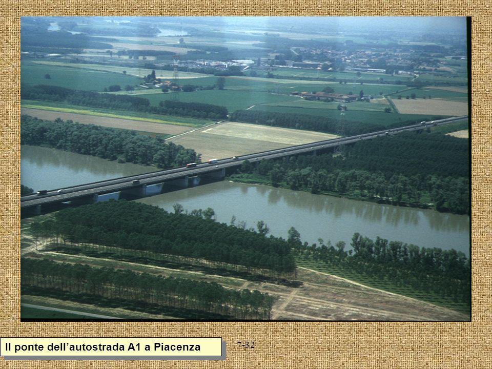 7-32 Il ponte dellautostrada A1 a Piacenza