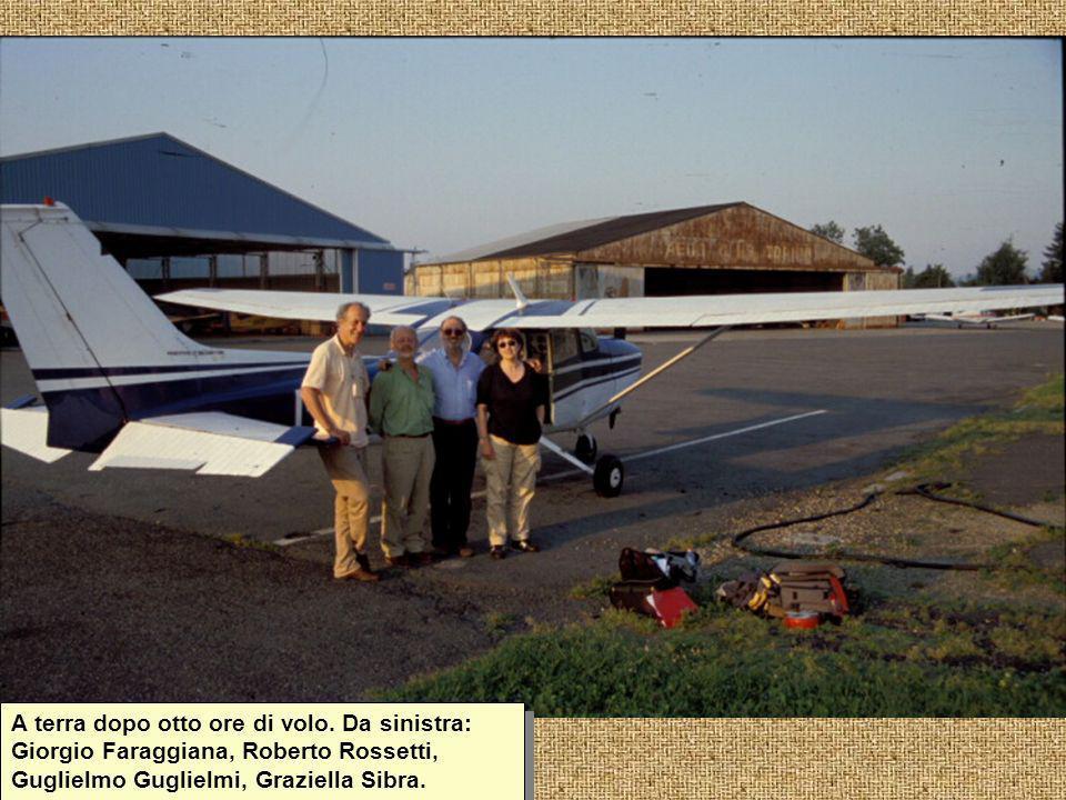 A terra dopo otto ore di volo. Da sinistra: Giorgio Faraggiana, Roberto Rossetti, Guglielmo Guglielmi, Graziella Sibra.