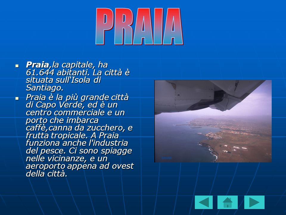 Praia,la capitale, ha 61.644 abitanti. La città è situata sullIsola di Santiago. Praia,la capitale, ha 61.644 abitanti. La città è situata sullIsola d