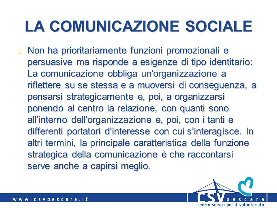 LA COMUNICAZIONE SOCIALE Non ha prioritariamente funzioni promozionali e persuasive ma risponde a esigenze di tipo identitario: La comunicazione obbli