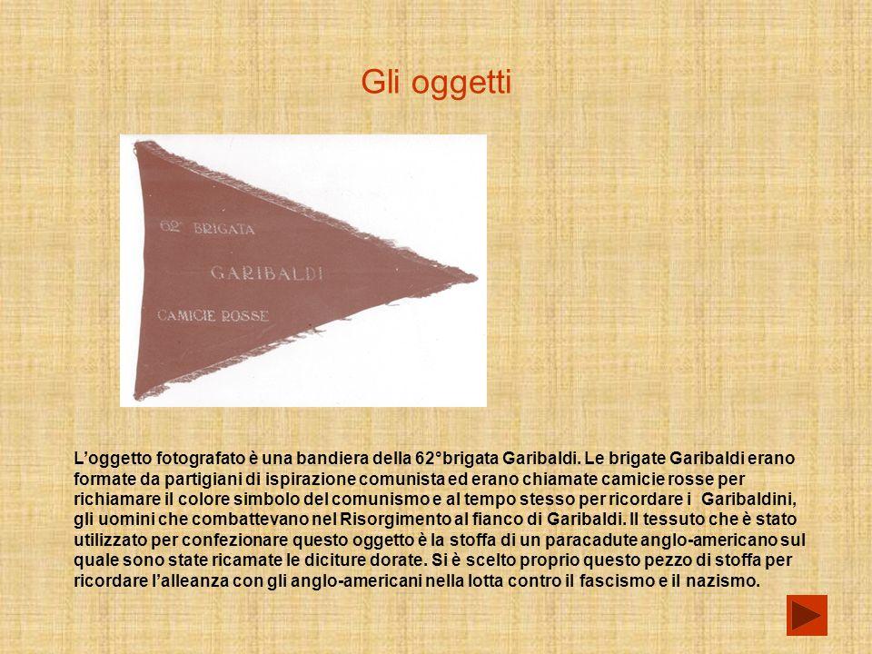 Gli oggetti Loggetto fotografato è una bandiera della 62°brigata Garibaldi.