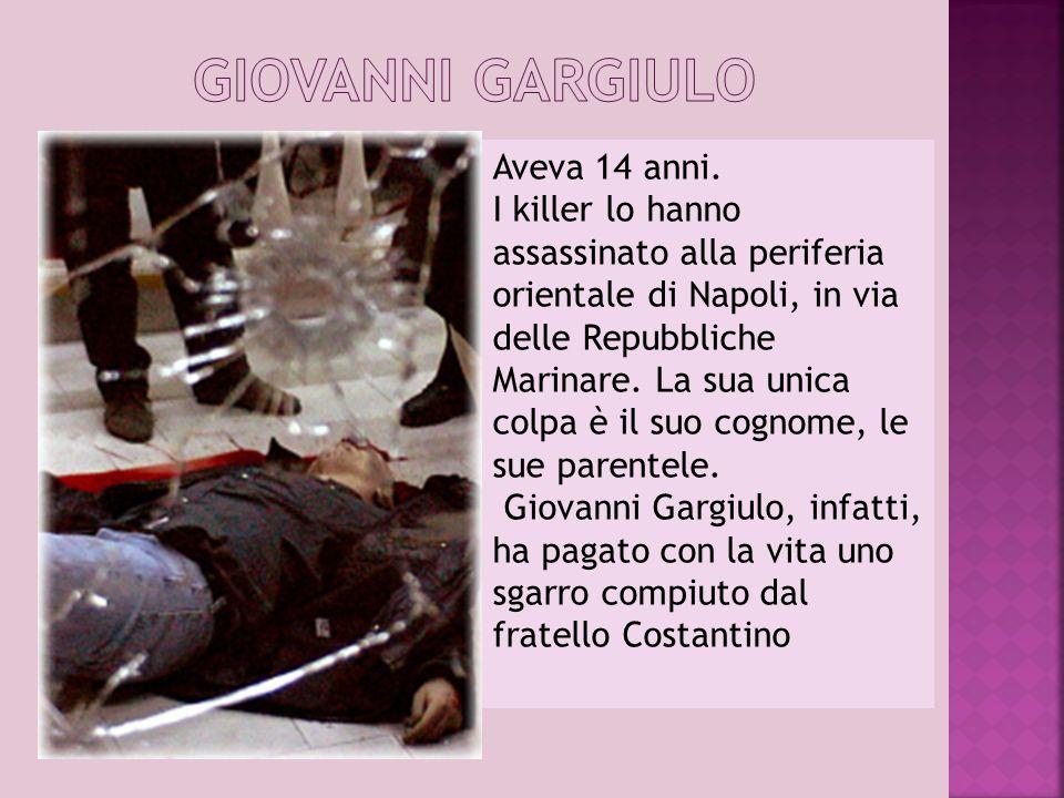 Aveva 14 anni. I killer lo hanno assassinato alla periferia orientale di Napoli, in via delle Repubbliche Marinare. La sua unica colpa è il suo cognom