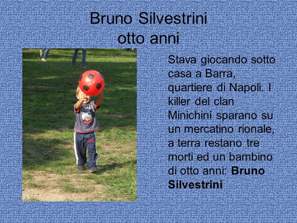 Bruno Silvestrini otto anni Stava giocando sotto casa a Barra, quartiere di Napoli.
