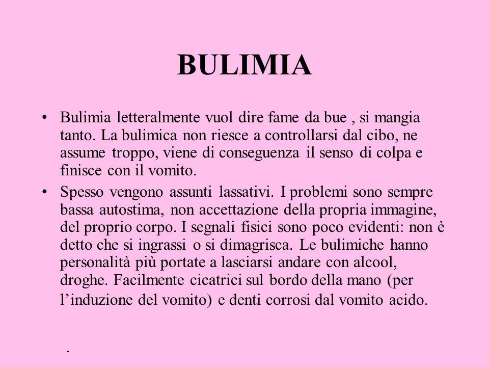 BULIMIA Bulimia letteralmente vuol dire fame da bue, si mangia tanto. La bulimica non riesce a controllarsi dal cibo, ne assume troppo, viene di conse