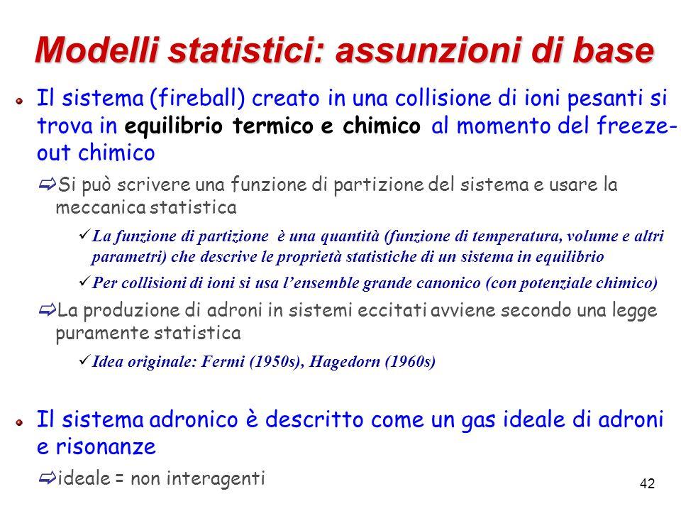 42 Modelli statistici: assunzioni di base Il sistema (fireball) creato in una collisione di ioni pesanti si trova in equilibrio termico e chimico al m