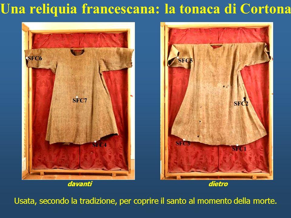 Usata, secondo la tradizione, per coprire il santo al momento della morte. davantidietro Una reliquia francescana: la tonaca di Cortona