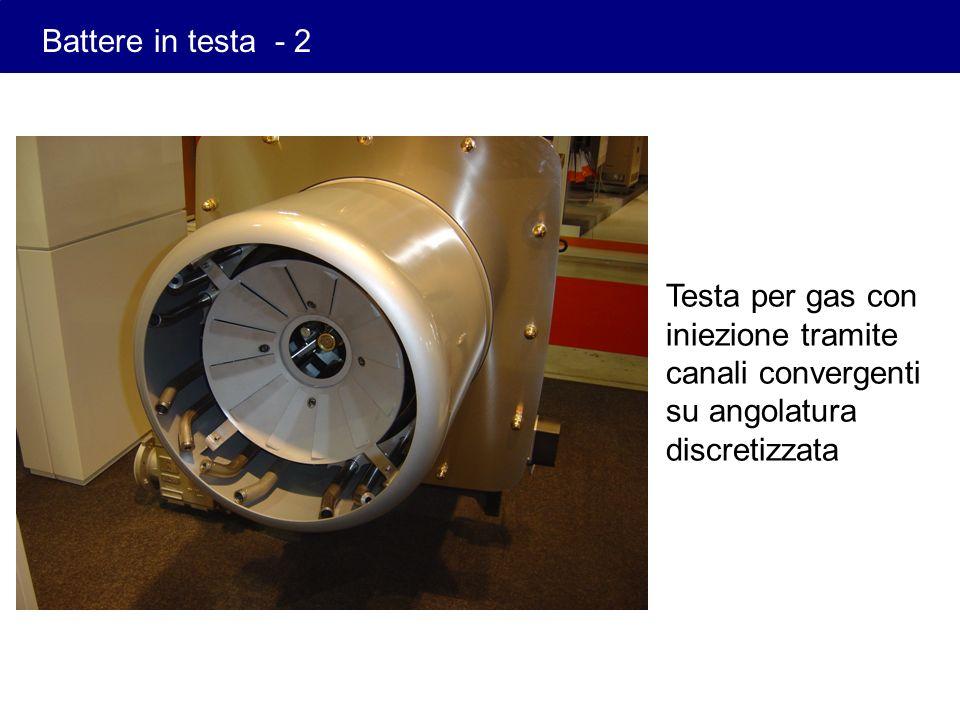 Testa per gas con iniezione tramite canali convergenti su angolatura discretizzata Battere in testa - 2