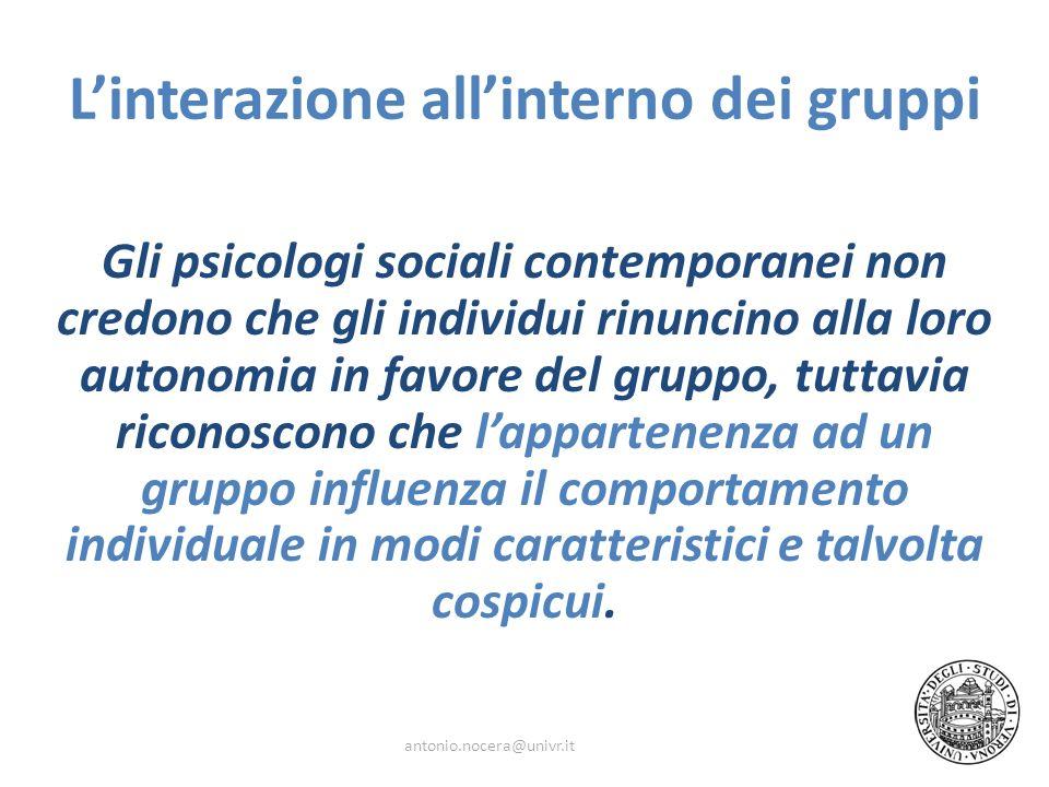 Linterazione allinterno dei gruppi Gli psicologi sociali contemporanei non credono che gli individui rinuncino alla loro autonomia in favore del grupp