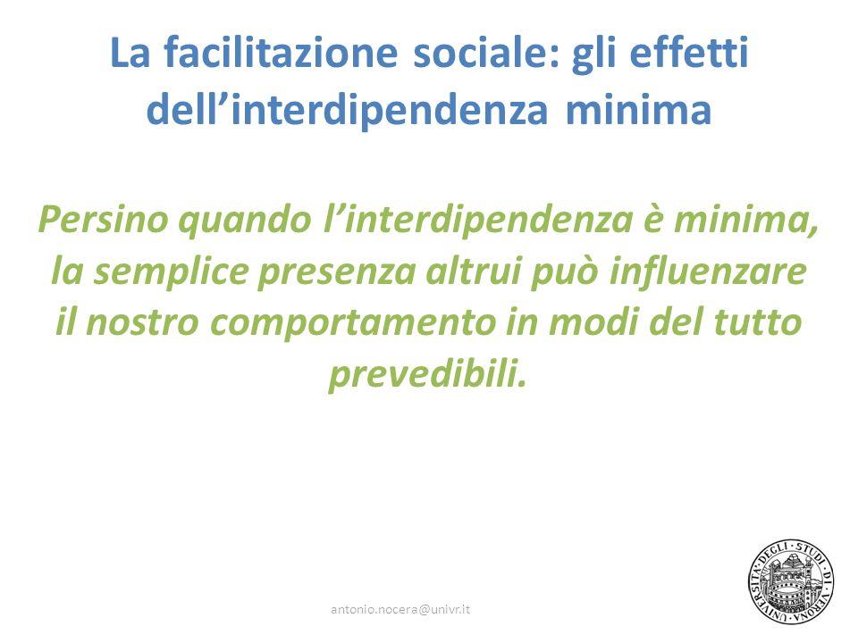La facilitazione sociale: gli effetti dellinterdipendenza minima Persino quando linterdipendenza è minima, la semplice presenza altrui può influenzare