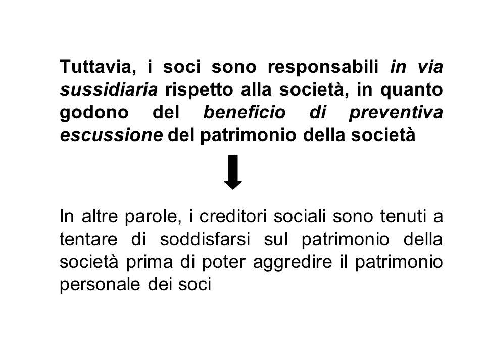 Tuttavia, i soci sono responsabili in via sussidiaria rispetto alla società, in quanto godono del beneficio di preventiva escussione del patrimonio de