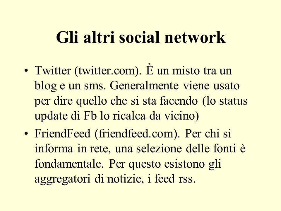 Gli altri social network Twitter (twitter.com). È un misto tra un blog e un sms. Generalmente viene usato per dire quello che si sta facendo (lo statu