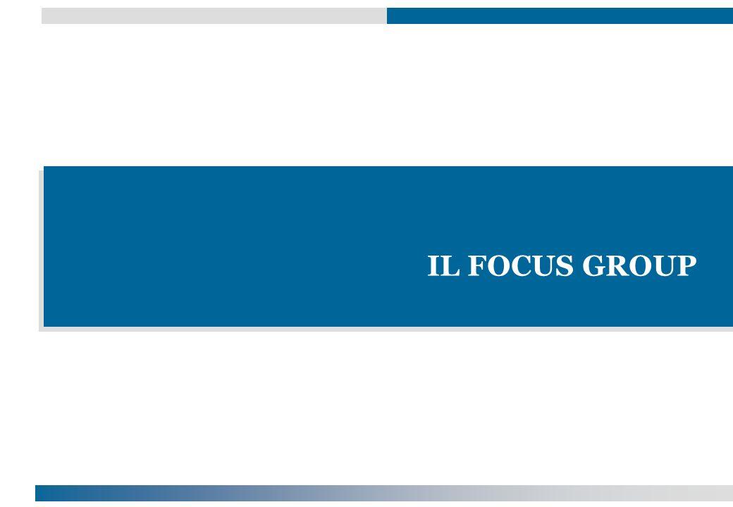 Il focus group è una tecnica di rilevazione per la ricerca sociale Non è un intervista ma L elaborazione approfondita, da parte di un piccolo numero di persone, di un tema proposto da un moderatore Attraverso una libera discussione (di gruppo) Ciò che importa è sia cosa ogni membro risponde o dice, sia come i membri interagiscono verbalmente tra loro nel fornire risposte Il focus group è considerato una tecnica di ricerca qualitativa (non fa ricorso a tecniche di analisi statistica) E sempre condotto da un moderatore con un gruppo di 6/9 individui Definizioni