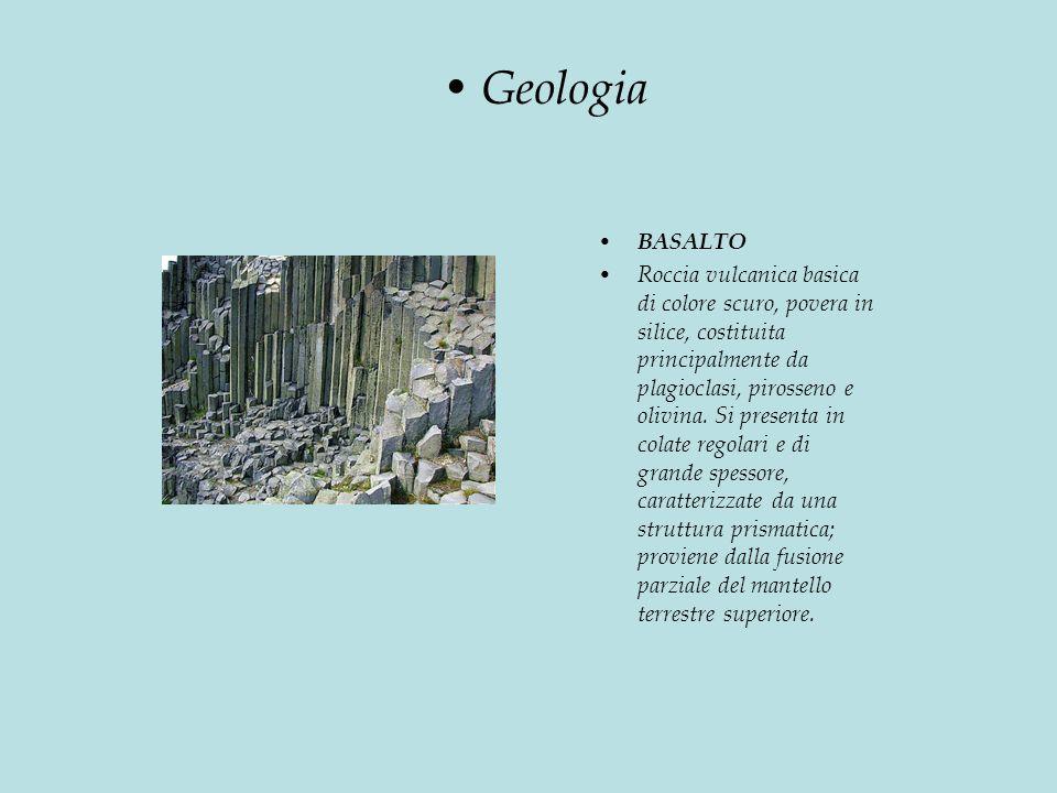BASALTO Roccia vulcanica basica di colore scuro, povera in silice, costituita principalmente da plagioclasi, pirosseno e olivina.