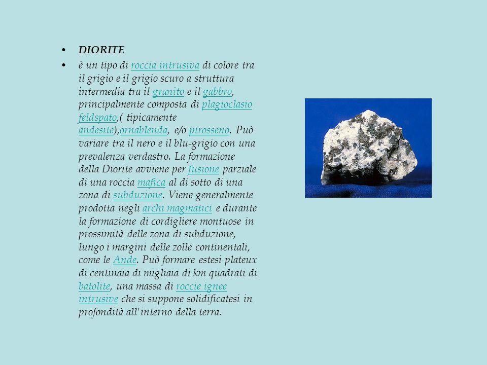 DIORITE è un tipo di roccia intrusiva di colore tra il grigio e il grigio scuro a struttura intermedia tra il granito e il gabbro, principalmente composta di plagioclasio feldspato,( tipicamente andesite),ornablenda, e/o pirosseno.