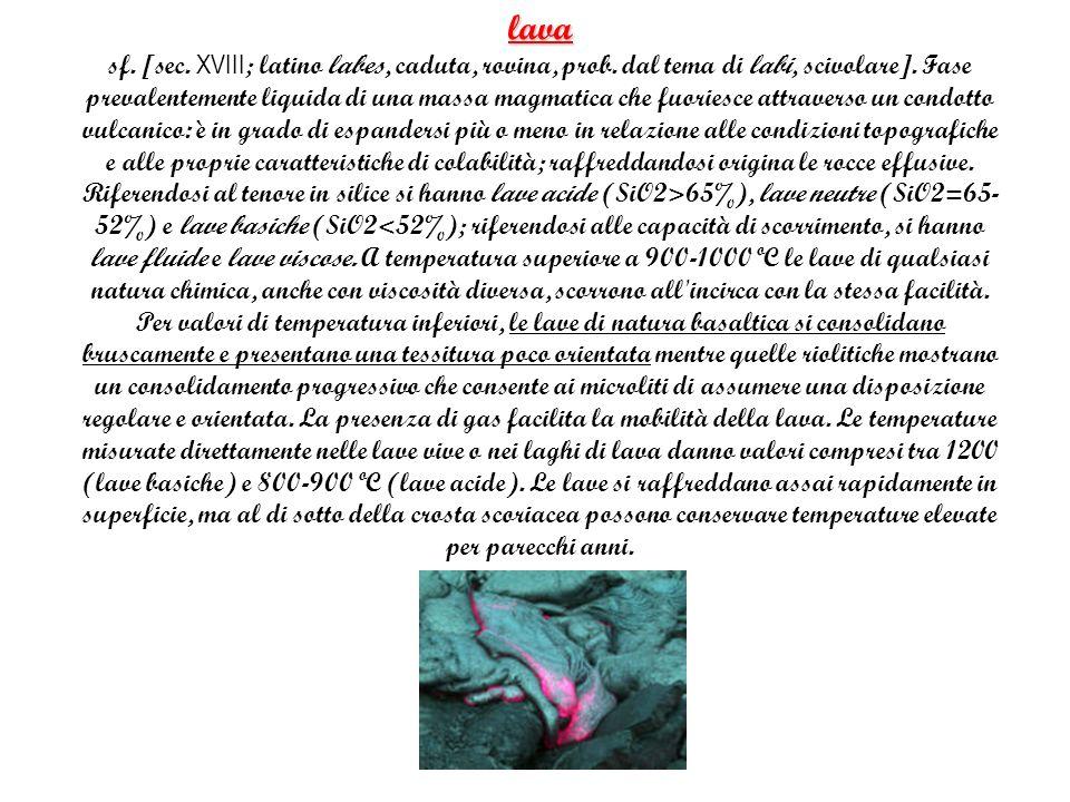 lava sf.[sec. XVIII ; latino labes, caduta, rovina, prob.