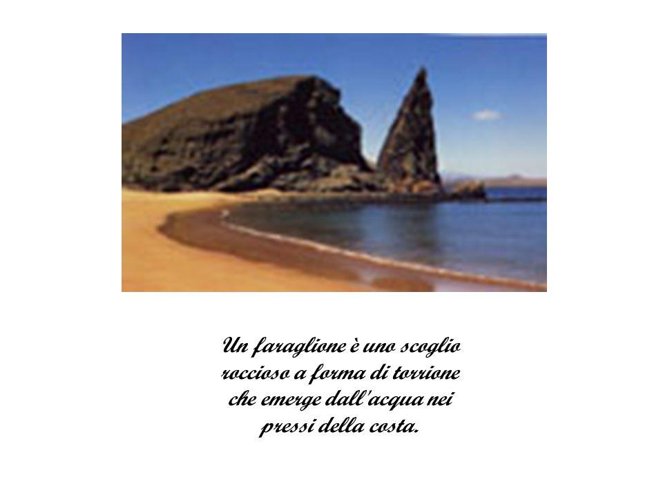 Un faraglione è uno scoglio roccioso a forma di torrione che emerge dall acqua nei pressi della costa.
