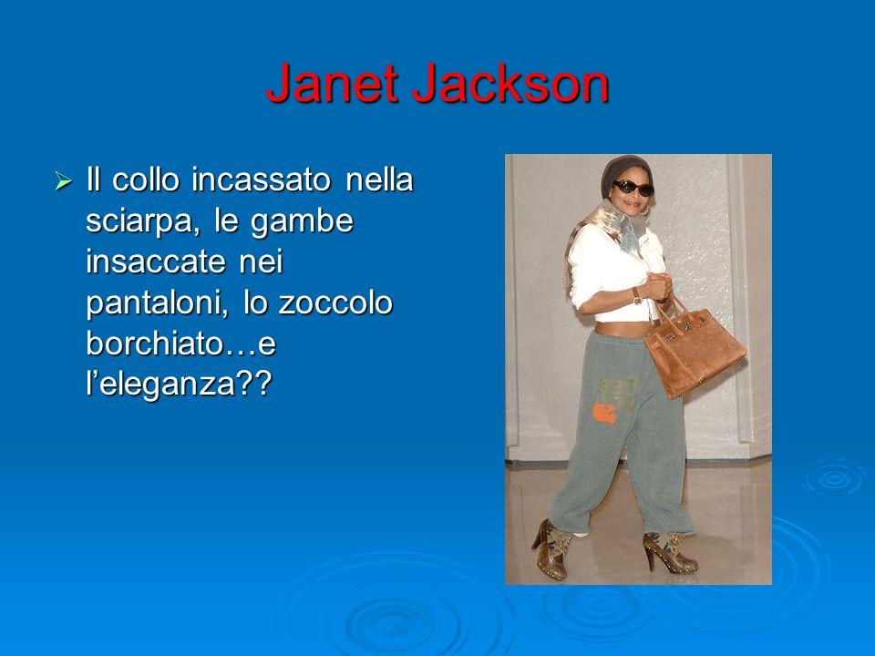 Janet Jackson Il collo incassato nella sciarpa, le gambe insaccate nei pantaloni, lo zoccolo borchiato…e leleganza?? Il collo incassato nella sciarpa,