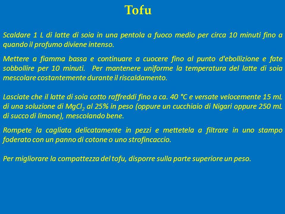 Tofu Scaldare 1 L di latte di soia in una pentola a fuoco medio per circa 10 minuti fino a quando il profumo diviene intenso. Mettere a fiamma bassa e