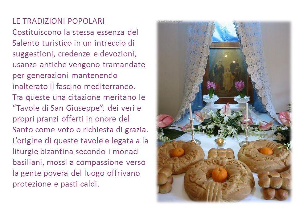 LE TRADIZIONI POPOLARI Capitolo a parte per la focara, gigantesco falò realizzato a Novoli il 17 gennaio per i festeggiamenti in onore del patrono SantAntonio abate.