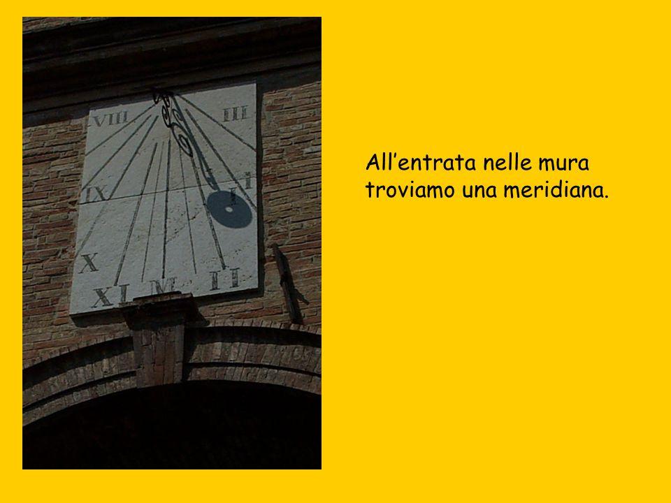 Per le strade di Urbino abbiamo incontrato il monumento di Raffaello.
