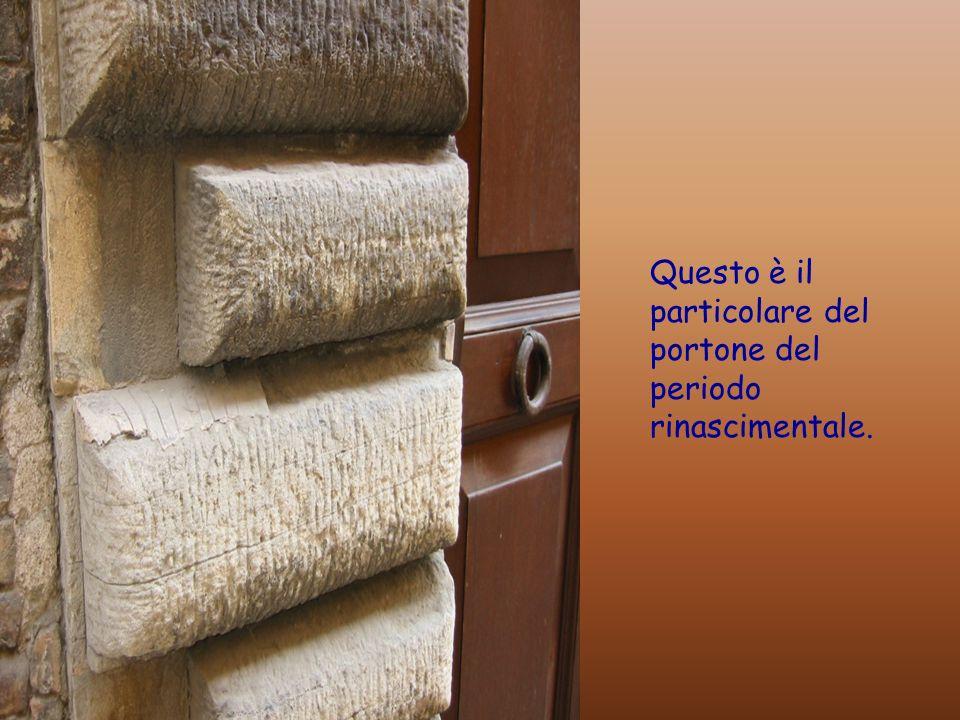 Uno dei portoni bugnati tipici di Urbino
