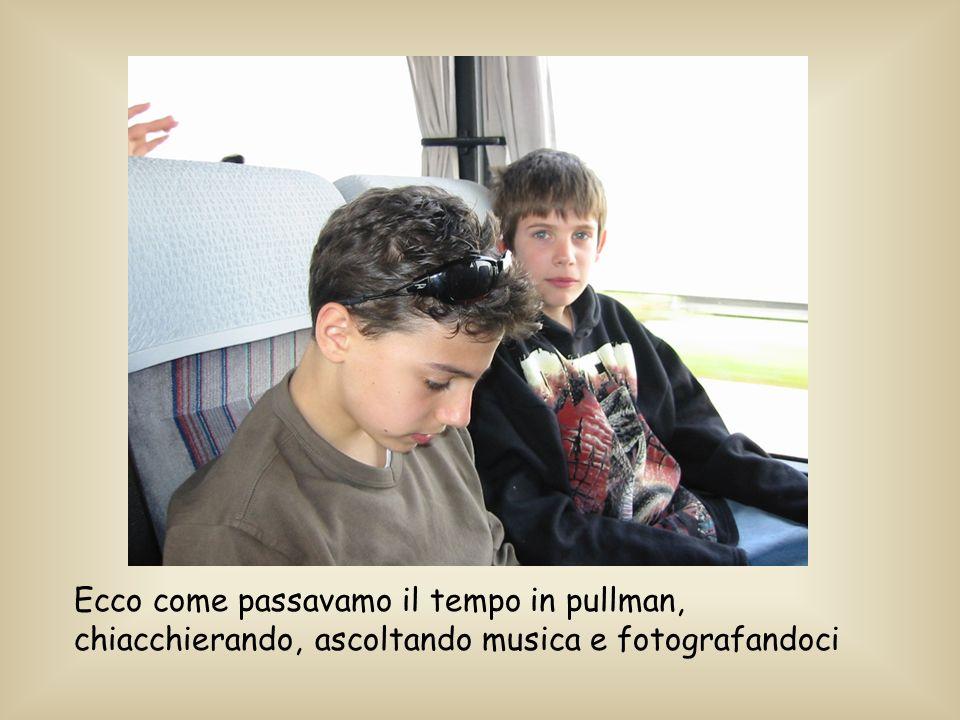 Durante il viaggio per Urbino, Paolo e impegnato a scrivere sms con il cell di Nicole.