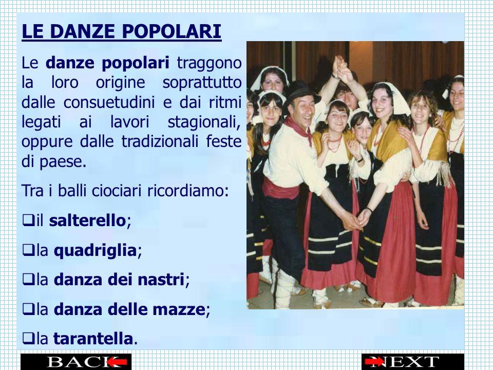LE DANZE POPOLARI Le danze popolari traggono la loro origine soprattutto dalle consuetudini e dai ritmi legati ai lavori stagionali, oppure dalle tradizionali feste di paese.