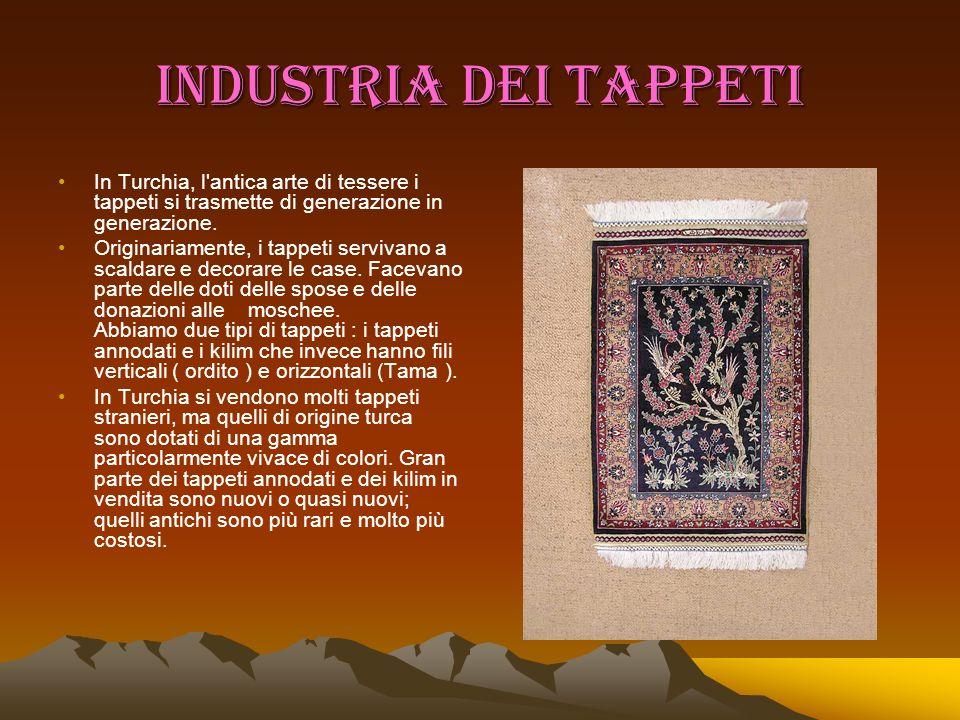 INDUSTRIA DEI TAPPETI In Turchia, l'antica arte di tessere i tappeti si trasmette di generazione in generazione. Originariamente, i tappeti servivano