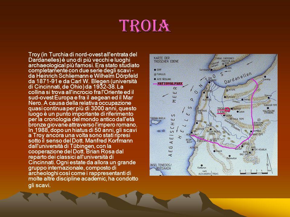 TROIA Troy (in Turchia di nord-ovest all'entrata del Dardanelles) è uno di più vecchi e luoghi archaeological più famosi. Era stato studiato completam