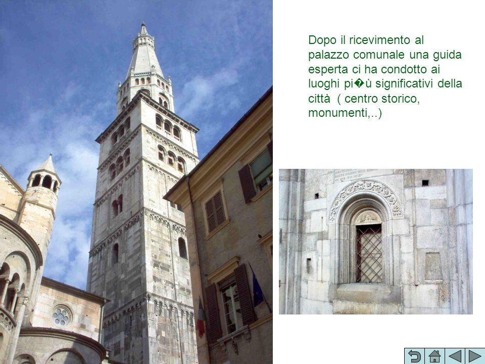 Dopo il ricevimento al palazzo comunale una guida esperta ci ha condotto ai luoghi pi ù significativi della città ( centro storico, monumenti,..)