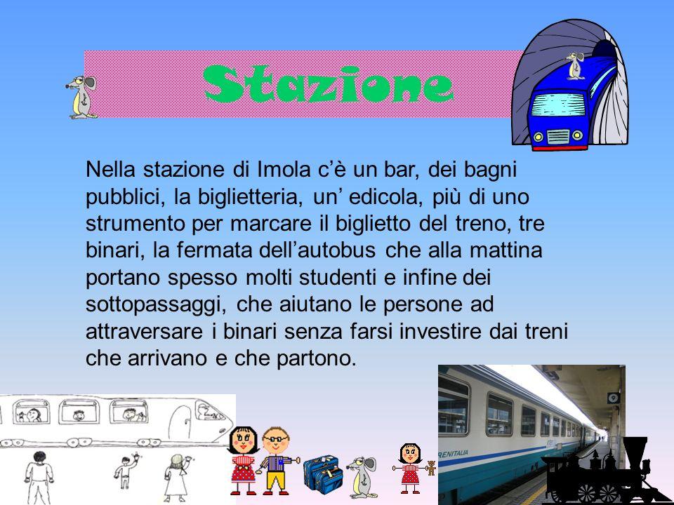La stazione è un punto di incontro per passeggeri che vanno e vengono, ma soprattutto per gli studenti che frequentano le università in altre città.