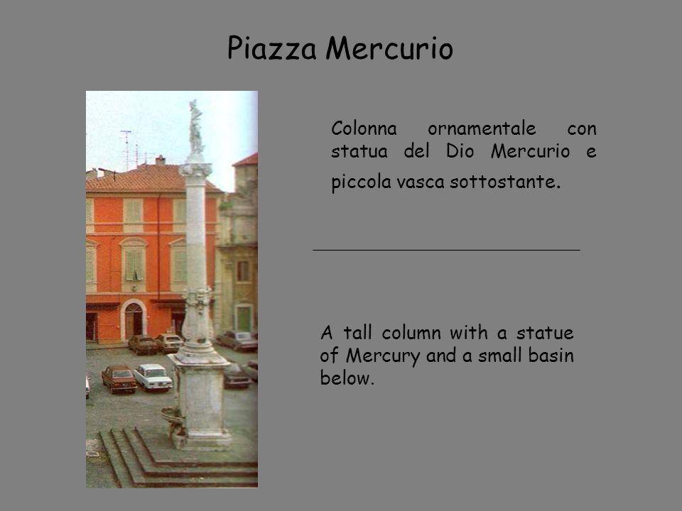 Piazza Mercurio Colonna ornamentale con statua del Dio Mercurio e piccola vasca sottostante. A tall column with a statue of Mercury and a small basin