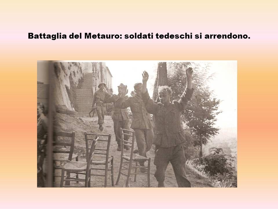 Battaglia del Metauro: soldati tedeschi si arrendono.