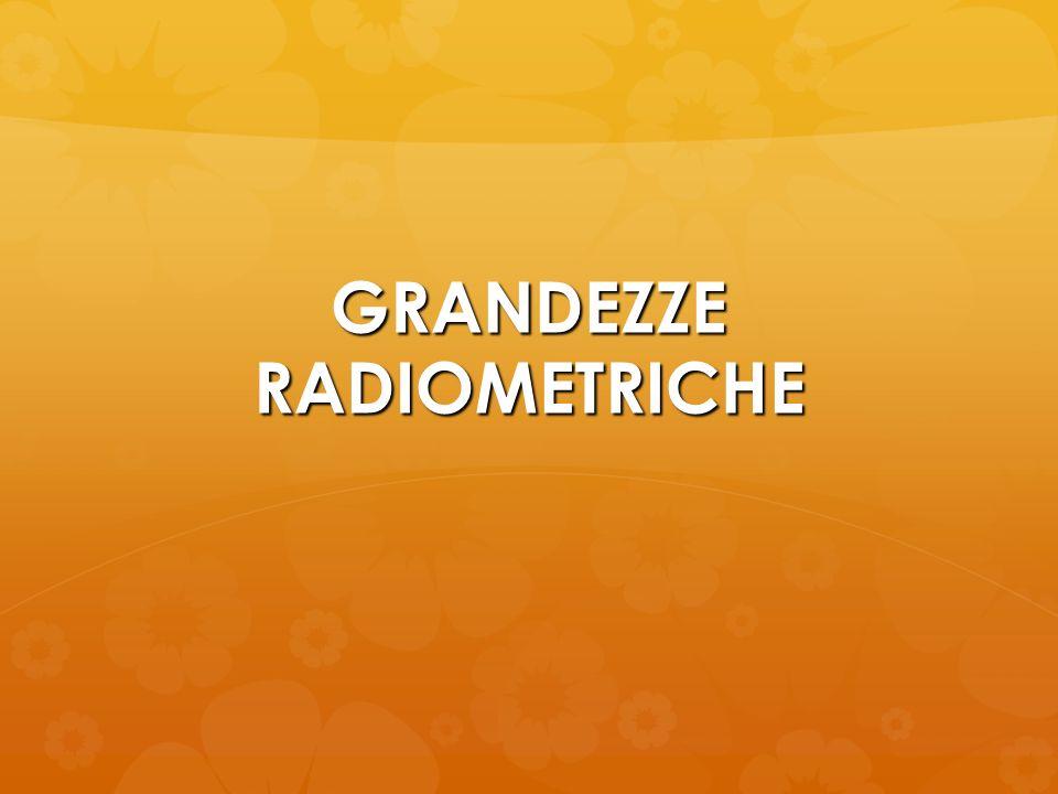 GRANDEZZE DOSIMETRICHE Sono grandezze che si riferiscono agli effetti delle radiazioni sulla materia e dipendono dalle caratteristiche del tipo di radiazioni e del mezzo.