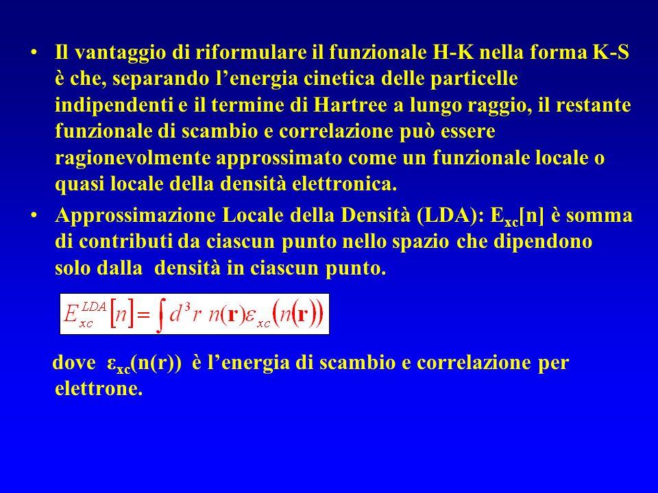 Il vantaggio di riformulare il funzionale H-K nella forma K-S è che, separando lenergia cinetica delle particelle indipendenti e il termine di Hartree