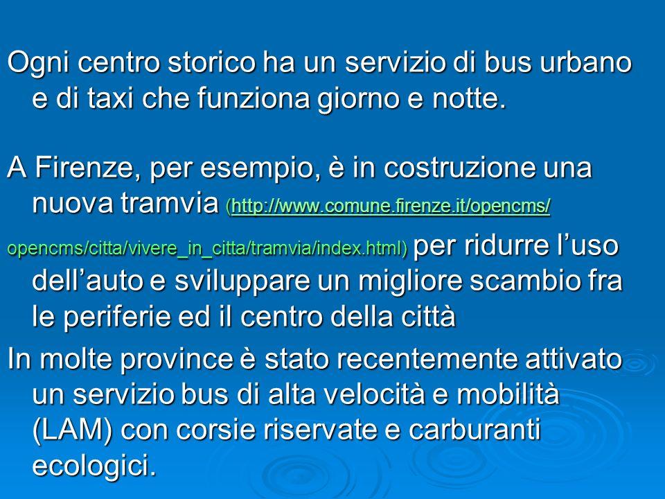 Ogni centro storico ha un servizio di bus urbano e di taxi che funziona giorno e notte. A Firenze, per esempio, è in costruzione una nuova tramvia (ht