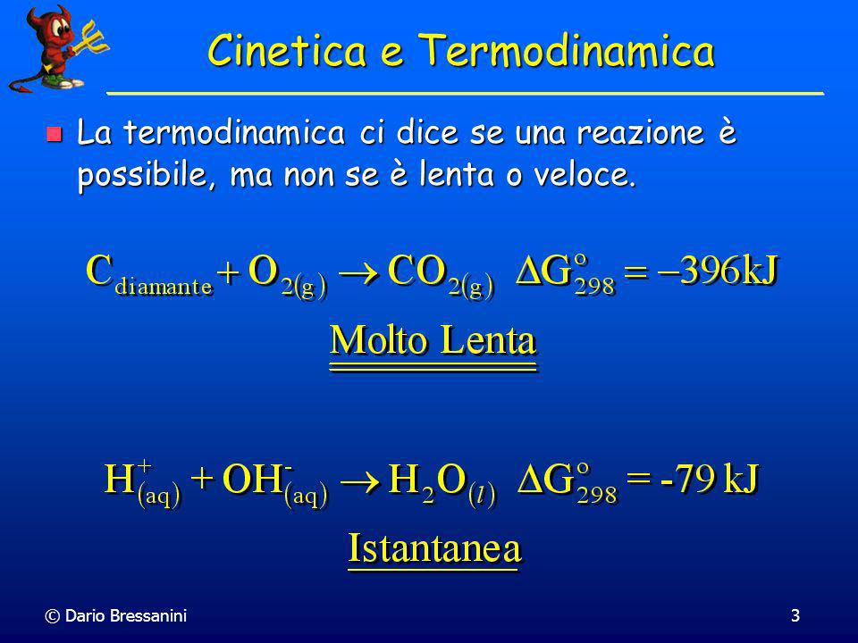 © Dario Bressanini13 Legge Cinetica Si osserva empiricamente una relazione tra le velocità di reazione e le concentrazioni molari delle specie coinvolte nella reazione Si osserva empiricamente una relazione tra le velocità di reazione e le concentrazioni molari delle specie coinvolte nella reazione La velocità di reazione è espressa attraverso una legge cinetica La velocità di reazione è espressa attraverso una legge cinetica v = f([A],[B],[C],…) v = f([A],[B],[C],…) Possiamo dedurla costruendo i grafici sperimentali delle concentrazioni in funzione del tempo.