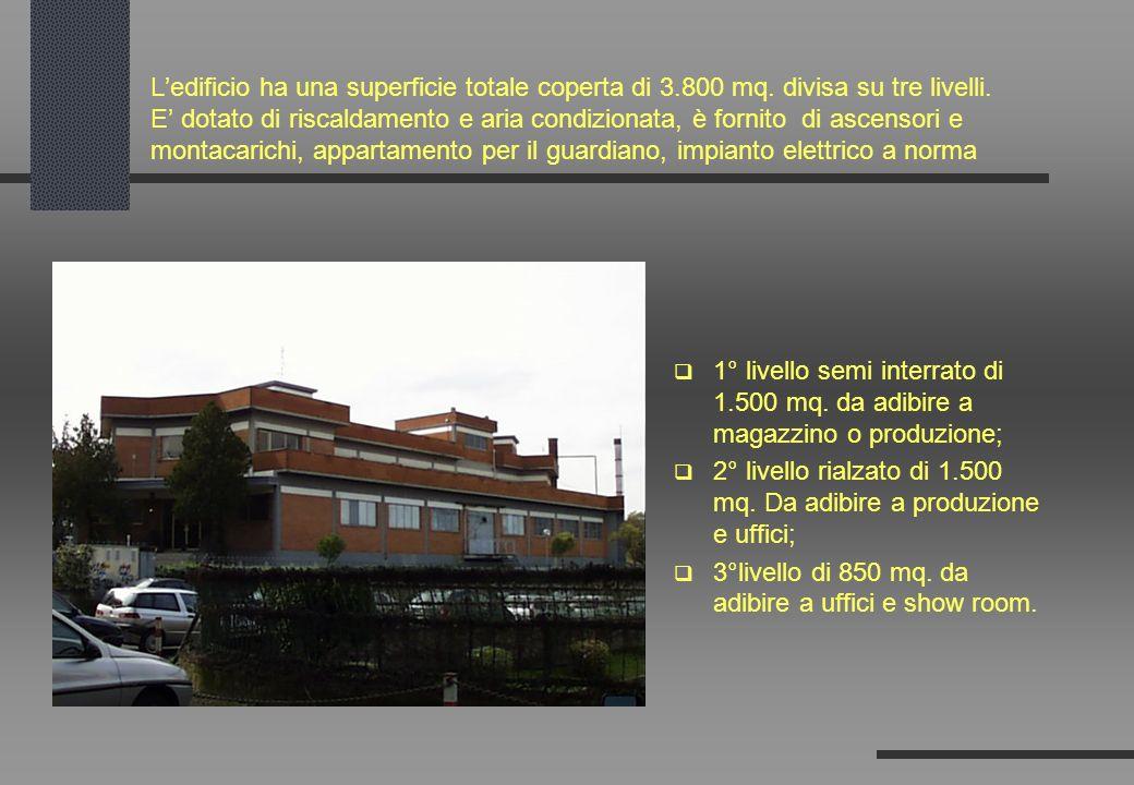 Ledificio ha una superficie totale coperta di 3.800 mq. divisa su tre livelli. E dotato di riscaldamento e aria condizionata, è fornito di ascensori e