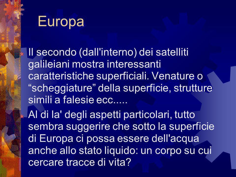 Europa Il secondo (dall'interno) dei satelliti galileiani mostra interessanti caratteristiche superficiali. Venature o scheggiature della superficie,
