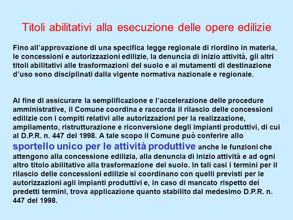 Titoli abilitativi alla esecuzione delle opere edilizie Fino allapprovazione di una specifica legge regionale di riordino in materia, le concessioni e