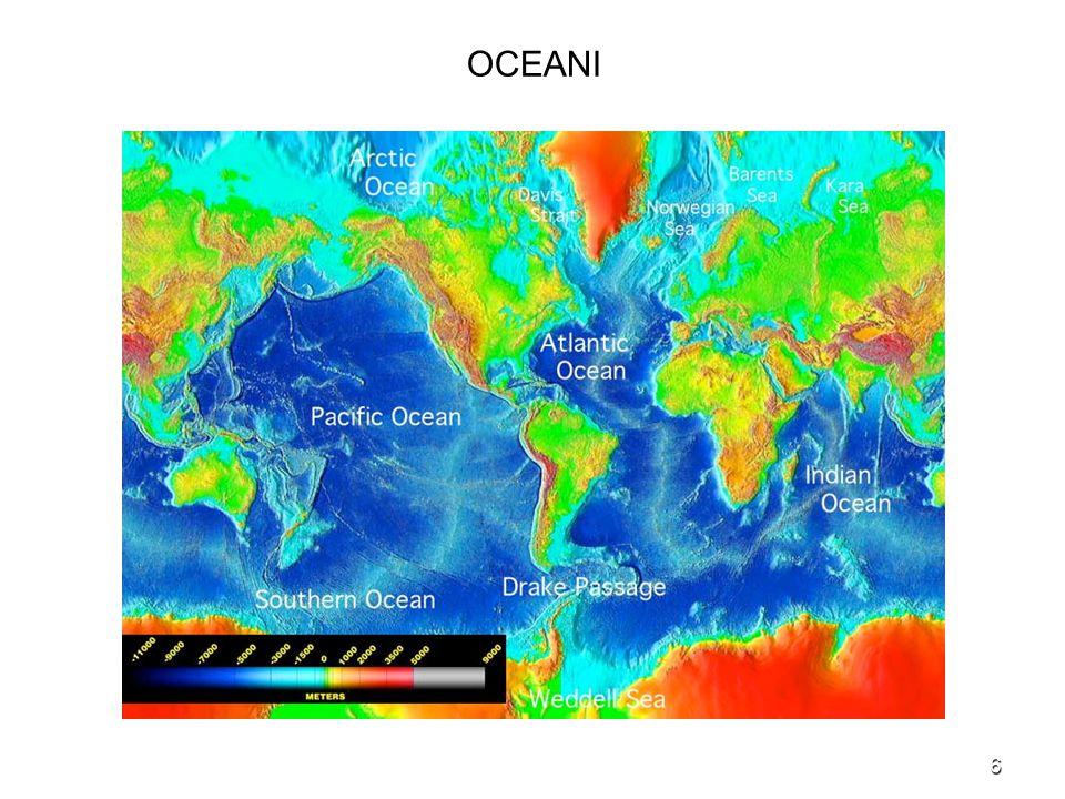 27 DIFFERENZE TRA ATMOSFERA ED OCEANI Forzanti La forzante primaria che produce i processi atmosferici è la radiazione solare (forzante termodinamica).