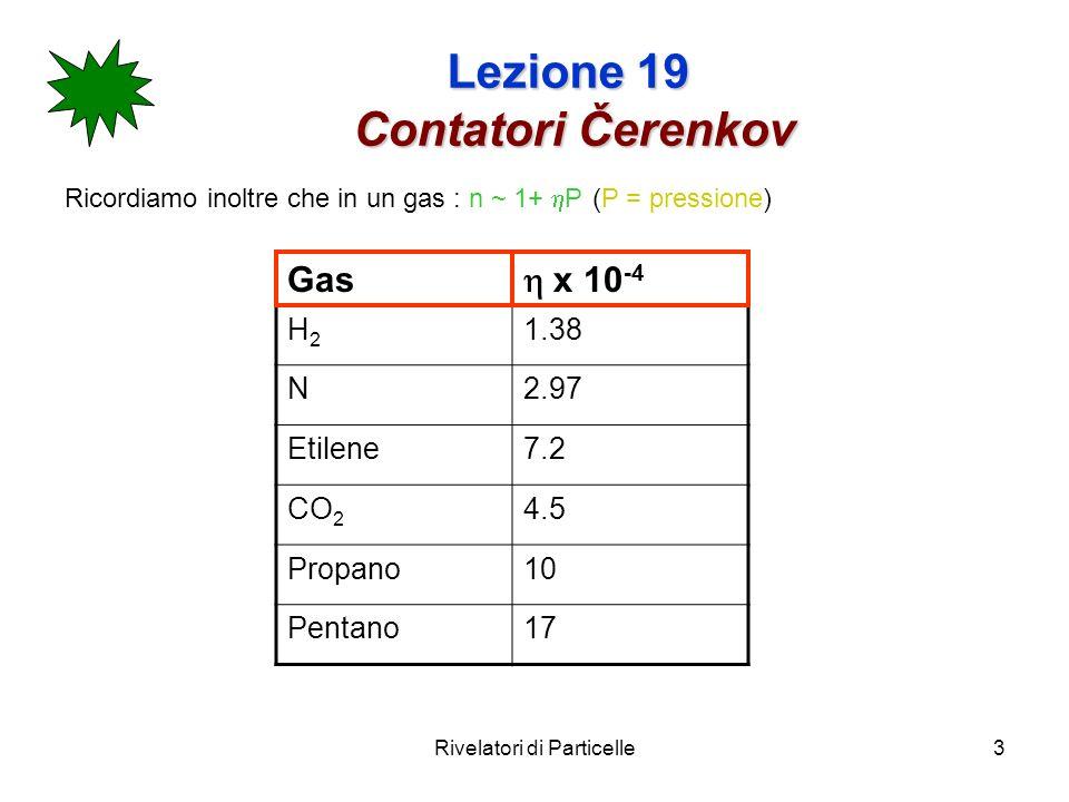 Rivelatori di Particelle4 Lezione 19 Contatori Čerenkov La perdita di energia per radiazione Čerenkov è piccola rispetto a quella dovuta allionizzazione (Bethe-Block) (~1%).