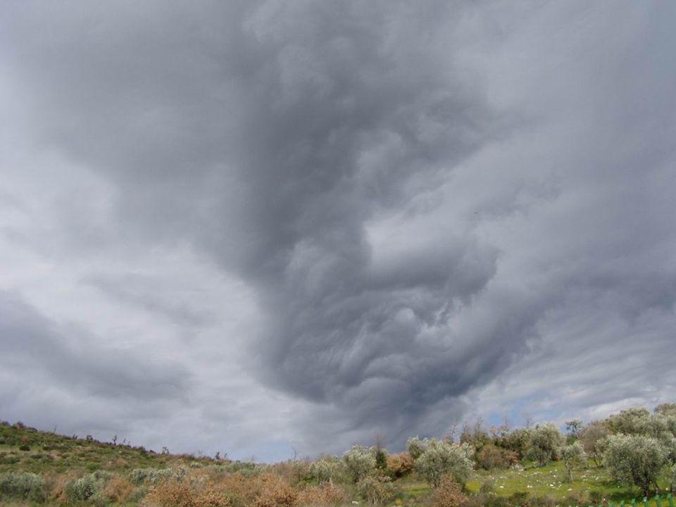 …o per allontanarsi rapidamente - per quanto possibile - da una pericolosa ed improvvisa variazione meteorologica …