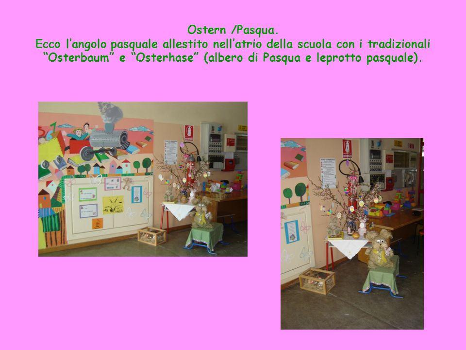 Ostern /Pasqua. Ecco langolo pasquale allestito nellatrio della scuola con i tradizionali Osterbaum e Osterhase (albero di Pasqua e leprotto pasquale)