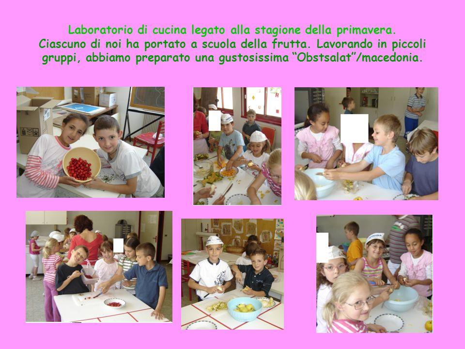 Laboratorio di cucina legato alla stagione della primavera. Ciascuno di noi ha portato a scuola della frutta. Lavorando in piccoli gruppi, abbiamo pre