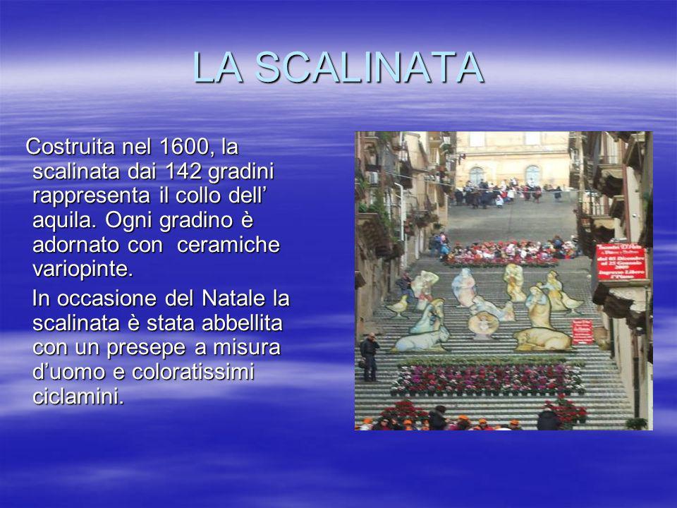 LA SCALINATA Costruita nel 1600, la scalinata dai 142 gradini rappresenta il collo dell aquila. Ogni gradino è adornato con ceramiche variopinte. Cost