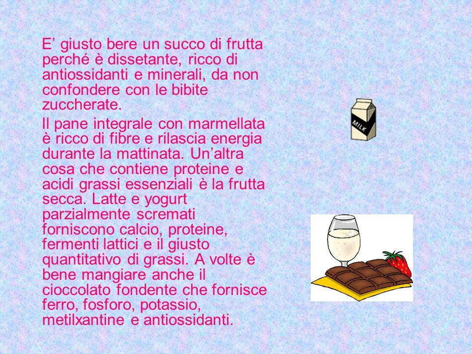 E giusto bere un succo di frutta perché è dissetante, ricco di antiossidanti e minerali, da non confondere con le bibite zuccherate.