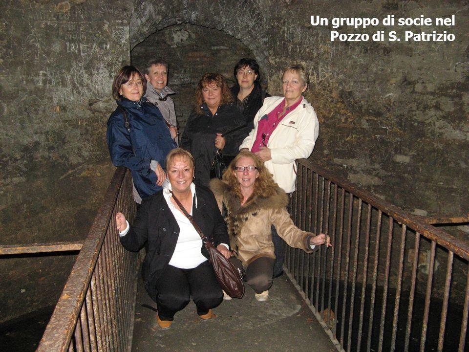 Un gruppo di socie nel Pozzo di S. Patrizio